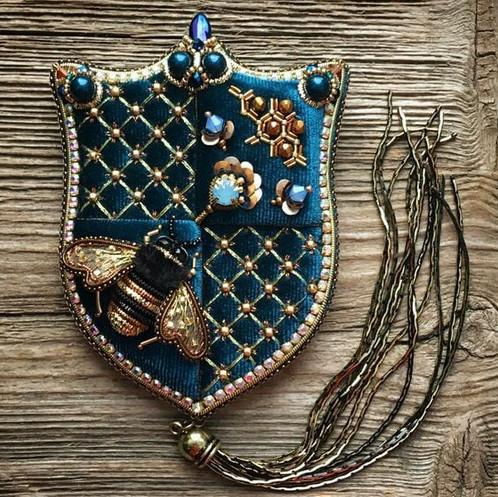 Броши из бисера: эксклюзивные украшения, подчеркивающие индивидуальность....