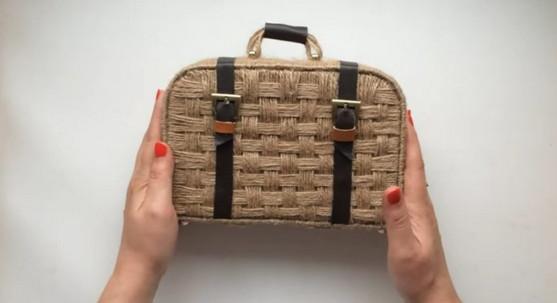 Необычный, очаровательный и очень красивый чемоданчик из джута своими руками